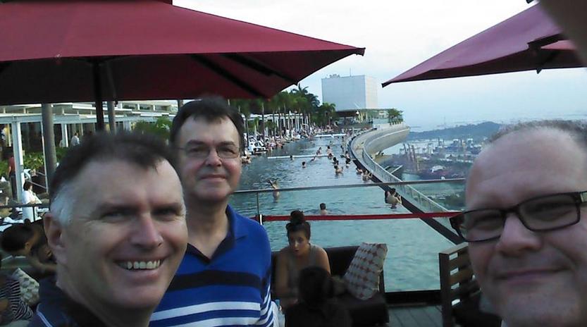 world-tour-marina-bay-sands-selfie